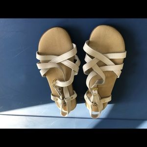Ladies white Sunjuns Sandals new size 8W